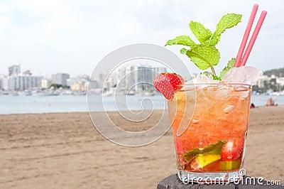 Cocktail de Caipirinha na praia