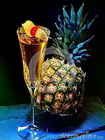 cocktail de champagne avec la cerise et l 39 ananas 31 photo stock image 52438351. Black Bedroom Furniture Sets. Home Design Ideas