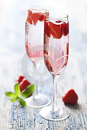 cocktail de champagne de fraise photo stock image 21783570. Black Bedroom Furniture Sets. Home Design Ideas
