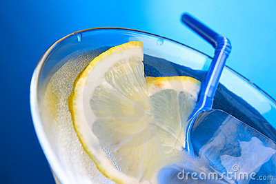 Cocktail glass with ice cubes and lemon