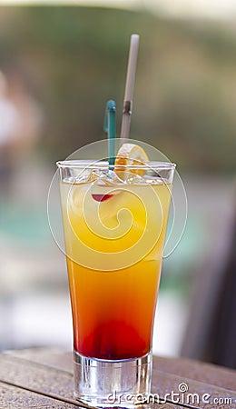 Cocktail sur la table humide