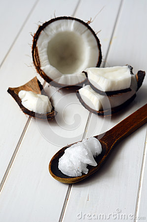 Free Coconut With Coconut Oil Royalty Free Stock Images - 63609029
