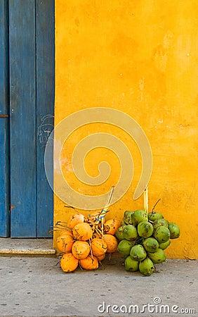 Cocos en la calle de Cartagena, Colombia