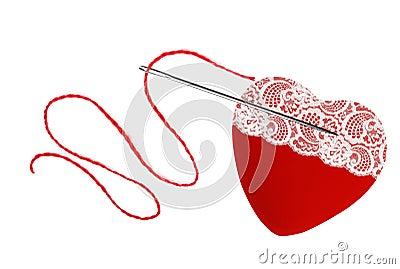 coeur fil rouge et aiguille d 39 isolement sur le blanc photo stock image 67287954. Black Bedroom Furniture Sets. Home Design Ideas
