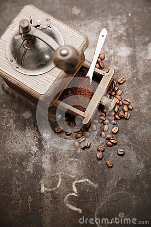 Free Coffee Beans And Freshly Ground Coffee Royalty Free Stock Image - 28033166