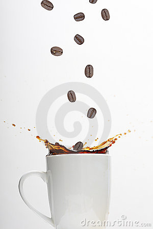Free Coffee Beans Splashing In Cup Royalty Free Stock Photos - 9471628