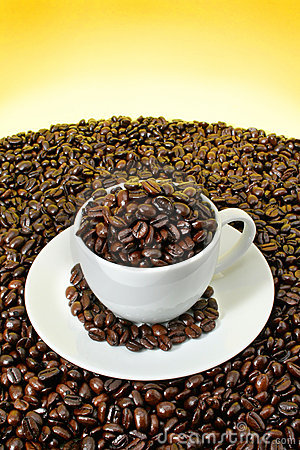 Free Coffee Cup Filled With Roasted Beans Royalty Free Stock Photos - 4871228