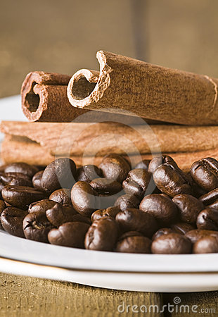 Coffee seeds and cinnamon
