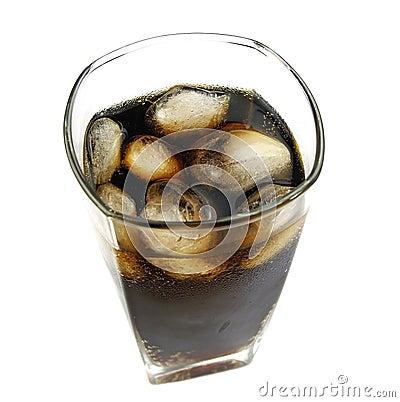 Cola med is