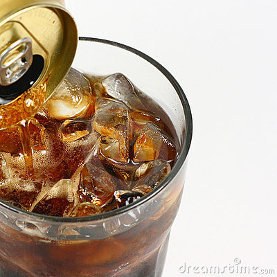 Free Cola Pouring From A Can Royalty Free Stock Photo - 7331025