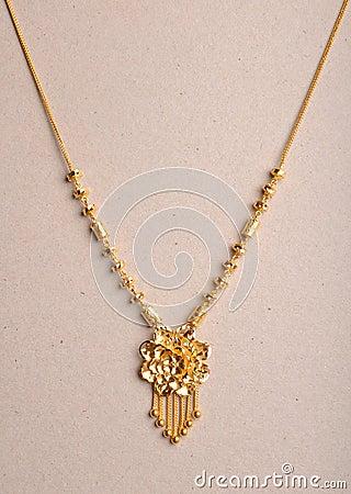 Collar del oro