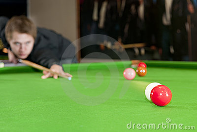 Colliding snooker balls