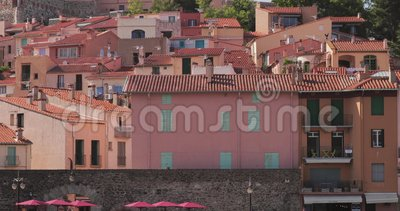 Collioure, Frankreich Hilly Cityscape In Sunny Day stock video footage