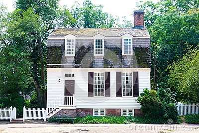 Colonial Cottage Home
