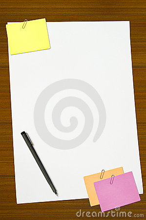Colored memo and white blank note paper