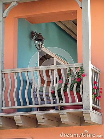 colorful balcony thumb2049754 Como decorar sacada e varandas usando cores e acessórios