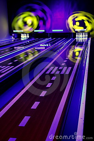 Free Colorful Bowling Royalty Free Stock Photos - 12026928