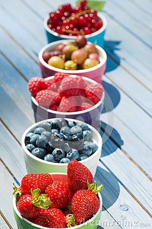 Free Colorful Fruit Bowls Royalty Free Stock Photography - 32797837