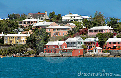 Colorful houses on the ocean in Bermuda