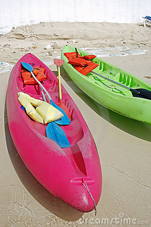 Free Colorful Kayaks On The Beach Royalty Free Stock Photography - 2792087