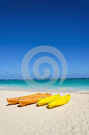 Free Colorful Kayaks On The Tropical Sandy Beach Royalty Free Stock Photo - 40476065