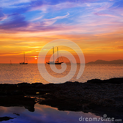 Free Colorful Sunset Of Ibiza View From Formentera Royalty Free Stock Images - 27235399