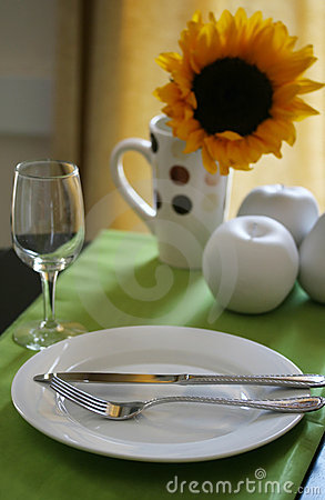 Free Colorful Table Setting Royalty Free Stock Images - 5547639