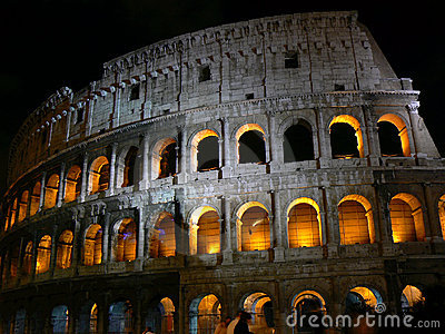 Colosseo in night time