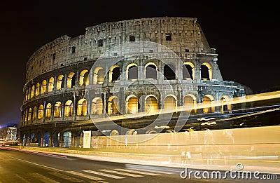 Colosseum bij Nacht
