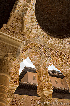Free Column Roof Detail In Alhambra Royalty Free Stock Images - 2516229
