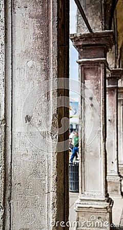 columnas cuadradas del yeso