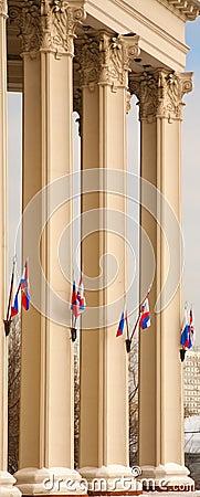 Columnas del teatro de Moscú con los indicadores