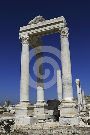 Free Columns Of The Ancient Laodicea Stock Photo - 31419510