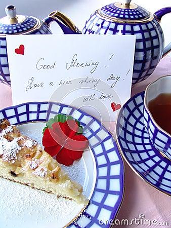 Com amor pequeno almoço serido