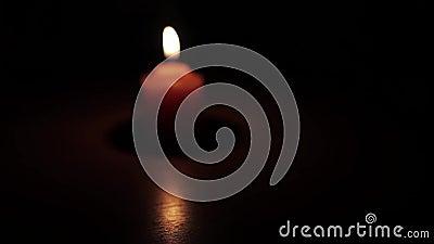 Combustione della candela nei precedenti stock footage