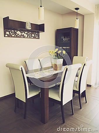 Design comedor hermoso : Mesa De Comedor Servida Hermosa En El Apartamento Moderno Foto de ...