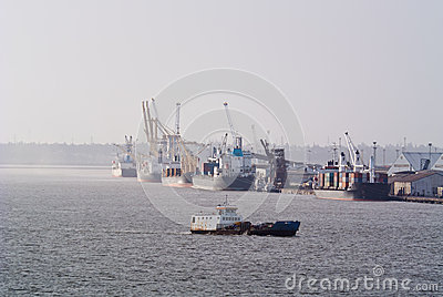 Commercial shipping in Maputo