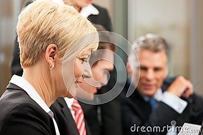 Commercio - riunione della squadra in un ufficio