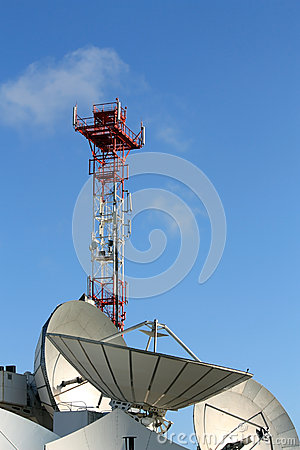 Communications par satellites paraboliques d antenne