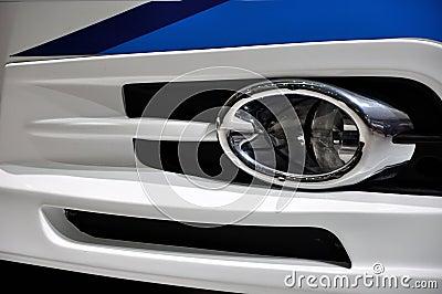 Composição dada forma pela lâmpada da névoa do carro