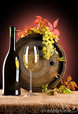 Free Composition Of Wine And Grape And Foliage Of Grape Stock Image - 12602361