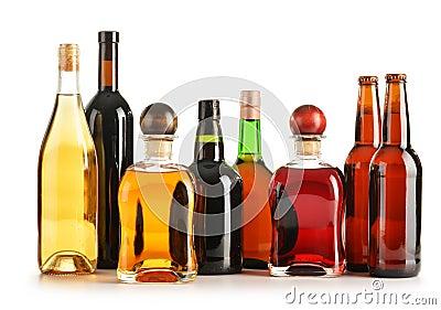 Composizione Con Le Bottiglie Dei Prodotti Alcolici Assorted Immagini Stock -...