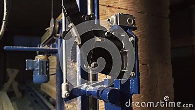 Compressor e painel de controle em câmera lenta do workshop filme