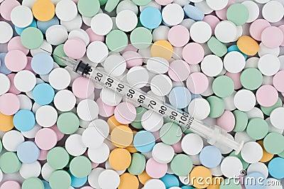Comprimidos e drogas coloridos