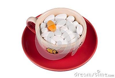 Comprimidos em uma chávena de café