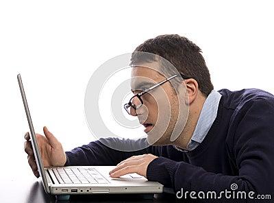 Comuter zaakcentowany pracownik