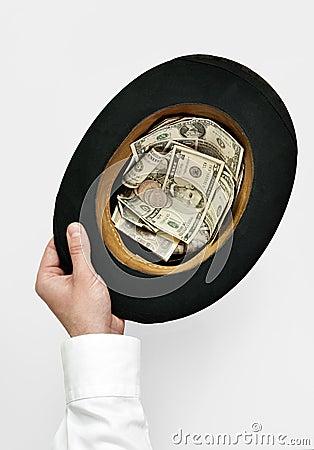 Resultado de imagem para chapéu na mão para o dinheiro
