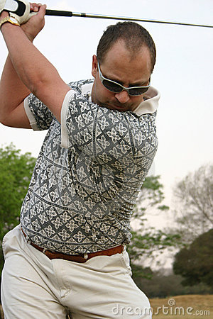 Concentrating golfer