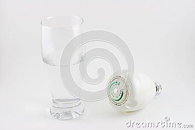 Concepto del agua del ahorro