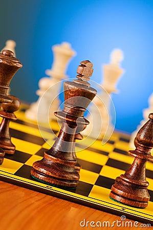 Concepto del ajedrez con los pedazos